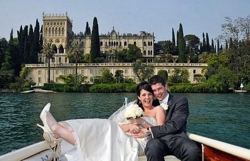 bride and groom on Italian lake
